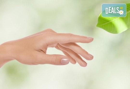 Почистване на лице и ръце на ензимно ниво, ароматерапия и масаж на цяло тяло с лечебно олио в от масажно студио Дилянали - Снимка 3