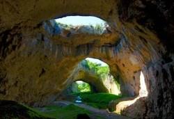 Еднодневна екскурзия до Ловеч, Деветашка пещера и Крушунските водопади, транспорт и екскурзовод от агенция Поход! - Снимка