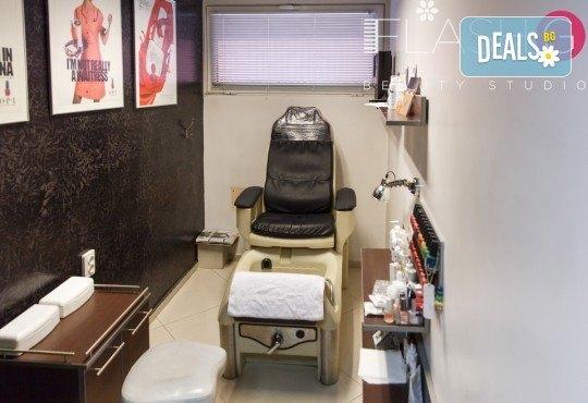 Почистване на лице с ултразвук, ампула хиалуронова киселина, масаж и бонус-почистване на вежди в Beauty Studio Flash G! - Снимка 5