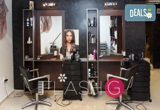 Почистване на лице с ултразвук, ампула хиалуронова киселина, масаж и бонус-почистване на вежди в Beauty Studio Flash G! - Снимка 4