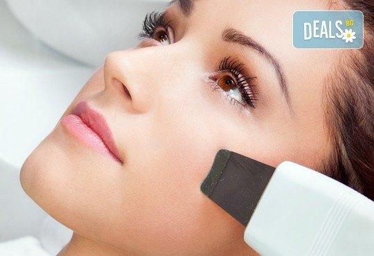 Почистване на лице с ултразвук, ампула хиалуронова киселина, масаж и бонус-почистване на вежди в Beauty Studio Flash G! - Снимка 2