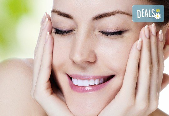 Почистване на лице с ултразвук, ампула хиалуронова киселина, масаж и бонус-почистване на вежди в Beauty Studio Flash G! - Снимка 1