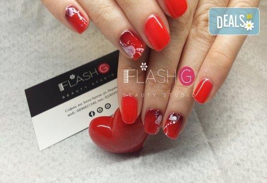 Разкрасете се с класически маникюр с обикновен или гел лак и 2 декорации в Beauty Studio Flash G! - Снимка 1