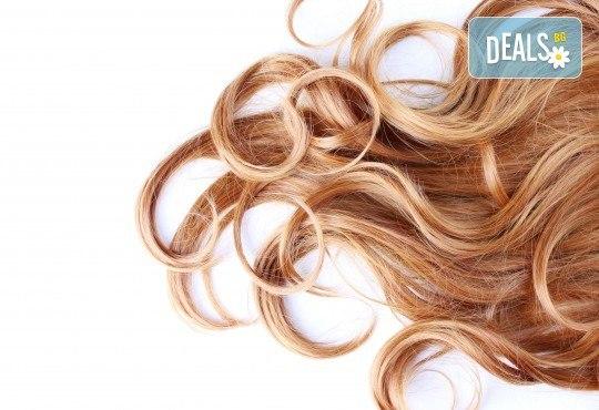 Добавете настроение в косата! Светли кичури, арганова маска и оформяне на косата със сешоар в Салон за красота Дъга! - Снимка 1