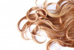 Добавете настроение в косата! Светли кичури, арганова маска и оформяне на косата със сешоар в Салон за красота Дъга! - Снимка