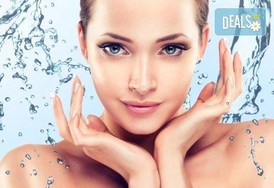 Ултразвуково почистване на лице плюс кислородна терапия в Женско царство - Център! - Снимка 1