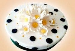 Цветя! Празнична торта с пъстри цветя, дизайн на Сладкарница Джорджо Джани - Снимка