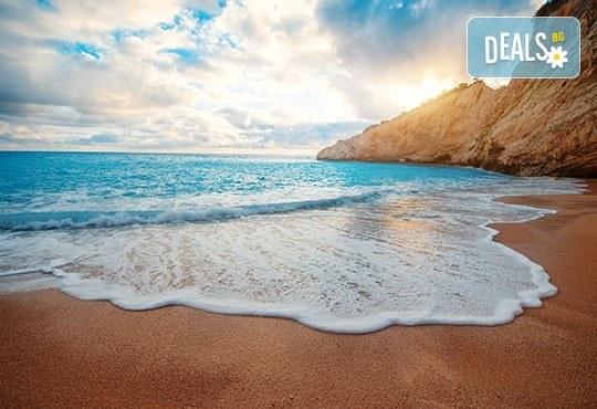 Почивка през септември на о. Лефкада, с възможност за круиз 7 йонийски острова! 4 нощувки със закуски, транспорт с нощен преход на отиване! - Снимка 1