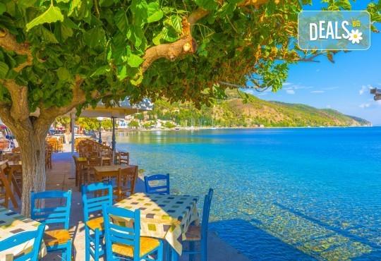 На плаж в Амолофи от юни до септември! 1 нощувка със закуска в Oceanis 3*, транспорт, екскурзовод и посещение на Кавала - Снимка 2
