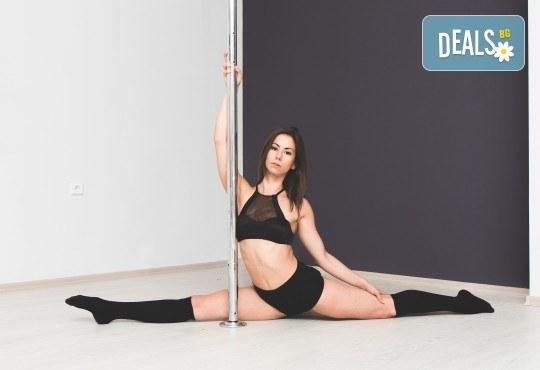 Опитайте нещо ново и нетрадиционно! 2 посещения по ваш избор: пол денс, екзотик пол денс или въздушна акробатика (обръч и воали) в Pole Dance Bulgaria! - Снимка 1