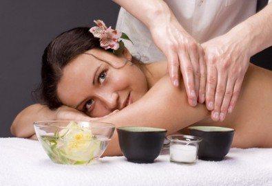 80 минути релакс! Болкоуспокояващ шиацу масаж на цяло тяло с билкови масла, масаж на глава и рефлексотерапия от масажно студио Frictio! - Снимка