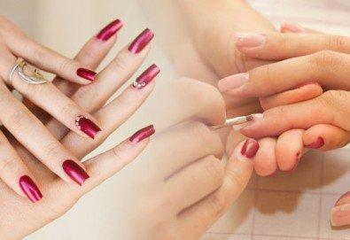 Красиви ръце! Ноктопластика с изграждане с гел, лакиране и две страхотни декорации по избор от МатуреАрт Студио - Снимка