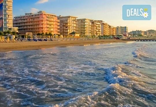 Почивка през септември в Лидо ди Йезоло, Италия, с възможност за посещение на Венеция и Верона! 5 нощувки, закуски, вечери и транспорт от Еко Тур! - Снимка 2