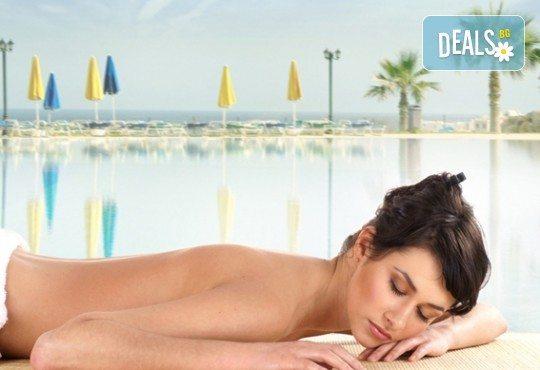 Освежете и тонизирайте кожата си с масаж на цяло тяло Лятно приключение с аромат на пъпеш и азиатска мента в студио GIRO! - Снимка 1