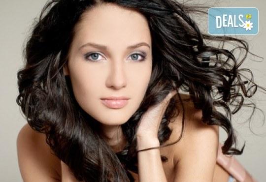 Професионално подстригване, антиейджинг терапия за коса с Коластра и бонус - оформяне със сешоар от Gold Beauty! - Снимка 1