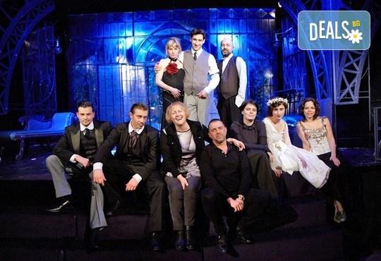 На 24-ти юни (събота) гледайте Бел Ами с Калин Врачански, Герасим Георгиев-Геро и Луиза Григорова в МГТ Зад канала! - Снимка 1