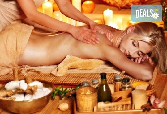 Релаксиращ масаж на цяло тяло с масло със златни частици или златен арган + зонотерапия в студио Massage and therapy Freerun! - Снимка 1