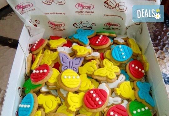 За Великден! 100 броя ръчно декорирани великденски бисквити от сладкарите на Muffin House! - Снимка 1