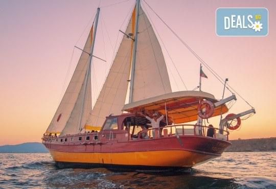 Яхта Трофи Ви очаква в Созопол! Два часа морска разходка по залез слънце в красивите заливи около Созопол на страхотна цена! - Снимка 5