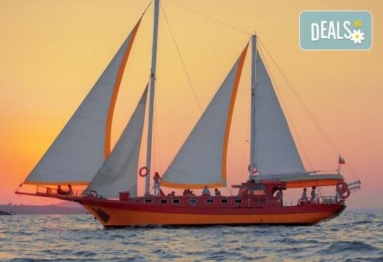Яхта Трофи Ви очаква в Созопол! Два часа морска разходка по залез слънце в красивите заливи около Созопол на страхотна цена! - Снимка 2