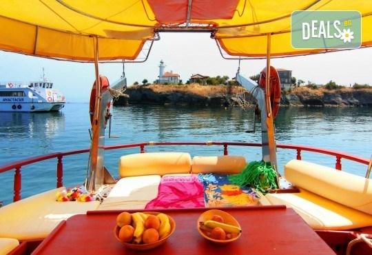 Яхта Трофи Ви очаква в Созопол! Два часа морска разходка по залез слънце в красивите заливи около Созопол на страхотна цена! - Снимка 6