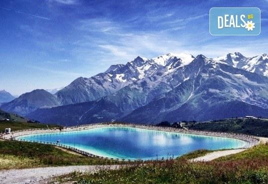Романтичен тур до Париж, Нормандия, швейцарските Алпи и италианските езера: 7 нощувки със закуски, самолетен билет и туристическа програма! - Снимка 1