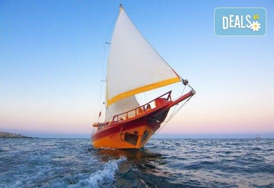 Време е за море, слънце и морски приключения! Яхта Трофи - 5 часов круиз до о. Света Анастасия, плаване, плаж и закуска на борда! - Снимка 5