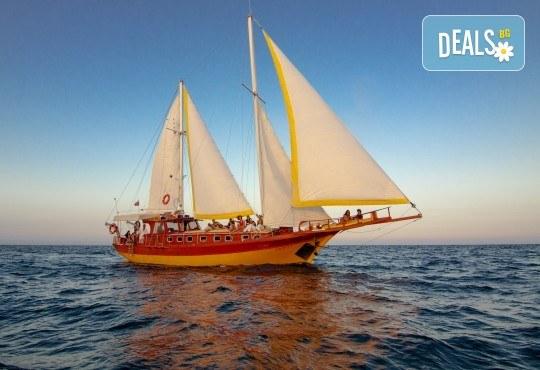 Време е за море, слънце и морски приключения! Яхта Трофи - 5 часов круиз до о. Света Анастасия, плаване, плаж и закуска на борда! - Снимка 6