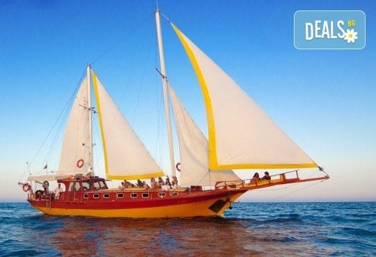 Време е за море, слънце и морски приключения! Яхта Трофи - 5 часов круиз до о. Света Анастасия, плаване, плаж и закуска на борда! - Снимка 7