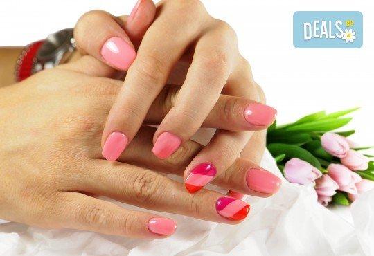 Облечете ноктите си в цвят! Маникюр с гел лак Lila Rossa и 2 декорации + бонус: сваляне на стар гел лак в салон за красота R Style! - Снимка 1