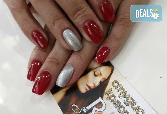 Облечете ноктите си в цвят! Маникюр с гел лак Lila Rossa и 2 декорации + бонус: сваляне на стар гел лак в салон за красота R Style! - Снимка 3