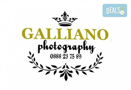 Професионална фотосесия за бебета в студио с 35 обработени кадъра с красиви декори и аксесоари от GALLIANO PHOTHOGRAPHY! - Снимка 21