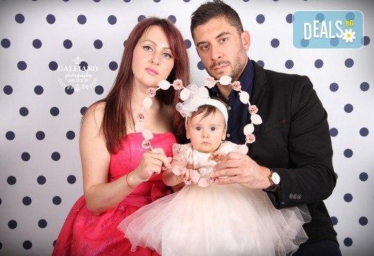 Професионална фотосесия за бебета в студио с 35 обработени кадъра с красиви декори и аксесоари от GALLIANO PHOTHOGRAPHY! - Снимка 14
