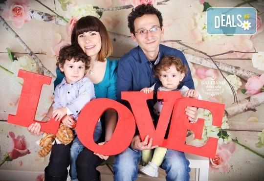 Семейна и детска фотосесия в студио GALLIANO с 35 обработени кадъра от GALLIANO PHOTHOGRAPHY! - Снимка 3