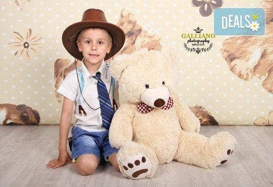 Професионална фотосесия за бебета и деца в студио с красиви декори с 35 обработени кадъра от GALLIANO PHOTHOGRAPHY - Снимка 9