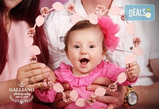 Професионална фотосесия за бебета и деца в студио с красиви декори с 35 обработени кадъра от GALLIANO PHOTHOGRAPHY - Снимка 8