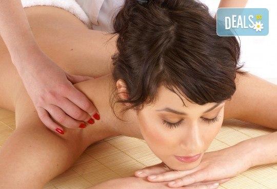 Забравете за напрежението в гърба! Отпуснете се с болкоуспокояващ масаж на гръб и яка с медицински масла в салон за красота Ванеси! - Снимка 1