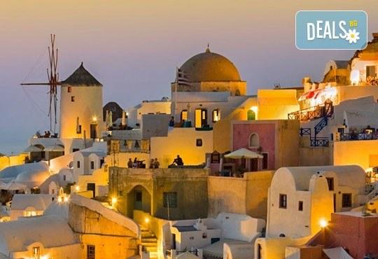 Романтична приказка на остров Санторини, Гърция! 4 нощувки със закуски, транспорт, фериботни билети и такси и посещение на Атина - Снимка 5
