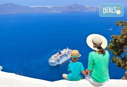 Романтична приказка на остров Санторини, Гърция! 4 нощувки със закуски, транспорт, фериботни билети и такси и посещение на Атина - Снимка 1