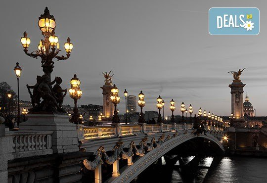 Бонжур, Париж! Самолетна уикенд екскурзия с полет на Bulgaria Air: 3 нощувки със закуски, самолетен билет, летищни такси и екскурзовод! - Снимка 5