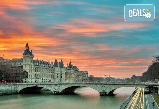 Бонжур, Париж! Самолетна уикенд екскурзия с полет на Bulgaria Air: 3 нощувки със закуски, самолетен билет, летищни такси и екскурзовод! - Снимка 9