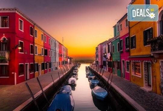 Вижте Regata Storica с екскурзия през септември във Венеция: 2 нощувки със закуски, транспорт и екскурзовод - Снимка 2