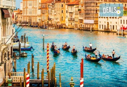 Вижте Regata Storica с екскурзия през септември във Венеция: 2 нощувки със закуски, транспорт и екскурзовод - Снимка 1