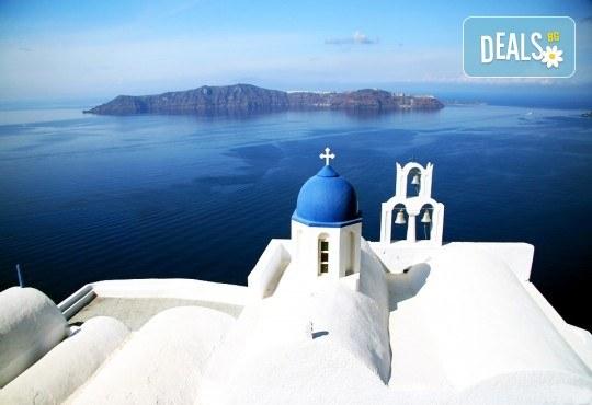 Почивка през септември на остров Санторини - скъпоценният камък на Егейско море! 6 нощувки със закуски, посещение на Атина и транспорт от България Травъл! - Снимка 3