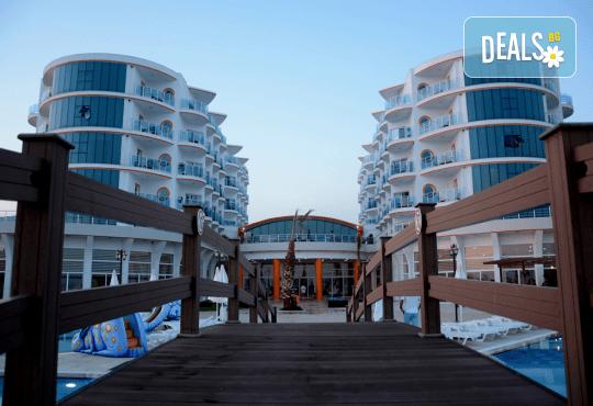 Почивка в Notion Kesre Beach Hotel 4*+, Кушадасъ, Турция през септември! 7 нощувки на база All Inclusive и възможност за транспорт! - Снимка 1