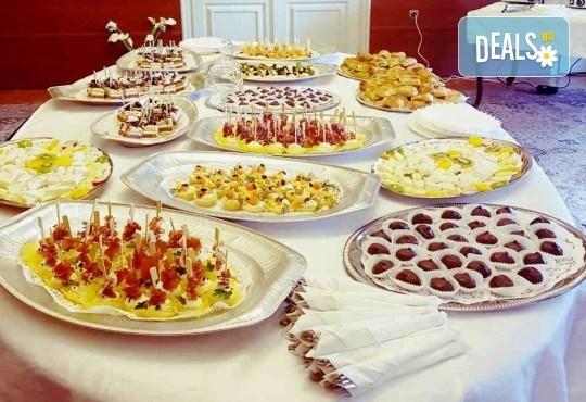 Вкусно предложение за Вашето събитие! 30 хапки по избор със сьомга, филаделфия, бри, луканка и още от Аветор Кетъринг - Снимка 2
