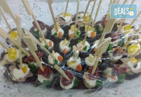 Вкусно предложение за Вашето събитие! 30 хапки по избор със сьомга, филаделфия, бри, луканка и още от Аветор Кетъринг - Снимка 3