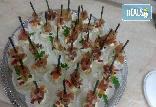 Вкусно предложение за Вашето събитие! 30 хапки по избор със сьомга, филаделфия, бри, луканка и още от Аветор Кетъринг - Снимка 4
