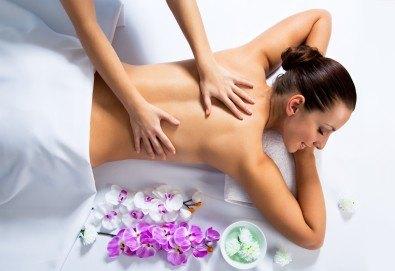Отпуснете цялото си тяло с 60-минутен класически или лечебен масаж с етерични масла от рехабилитатор в козметичен център DR.LAURANNE! - Снимка