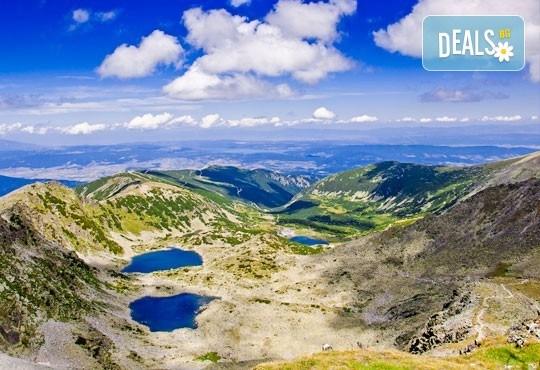 Еднодневен тур до Седемте Рилски езера - съкровищата на Рила! Транспорт от София тур и придружаване от планински водач - Снимка 2
